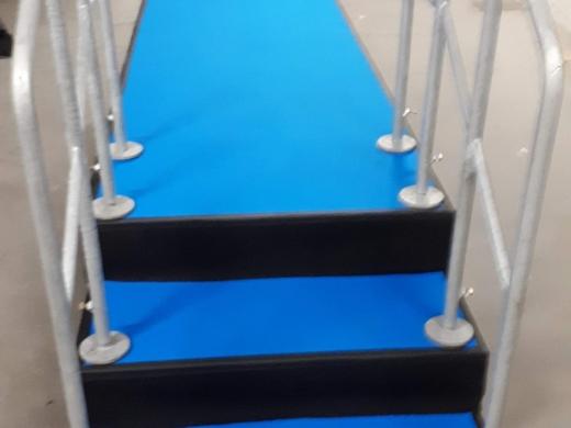 Pódiové schody se zábradlím - výška 60cm nebo 80cm, šířka 1m nebo 2m